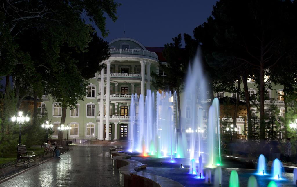 Гостиница Бахористон